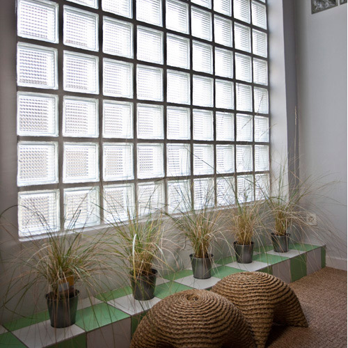 mur en brique de verre salle de bain monter brique verre. Black Bedroom Furniture Sets. Home Design Ideas