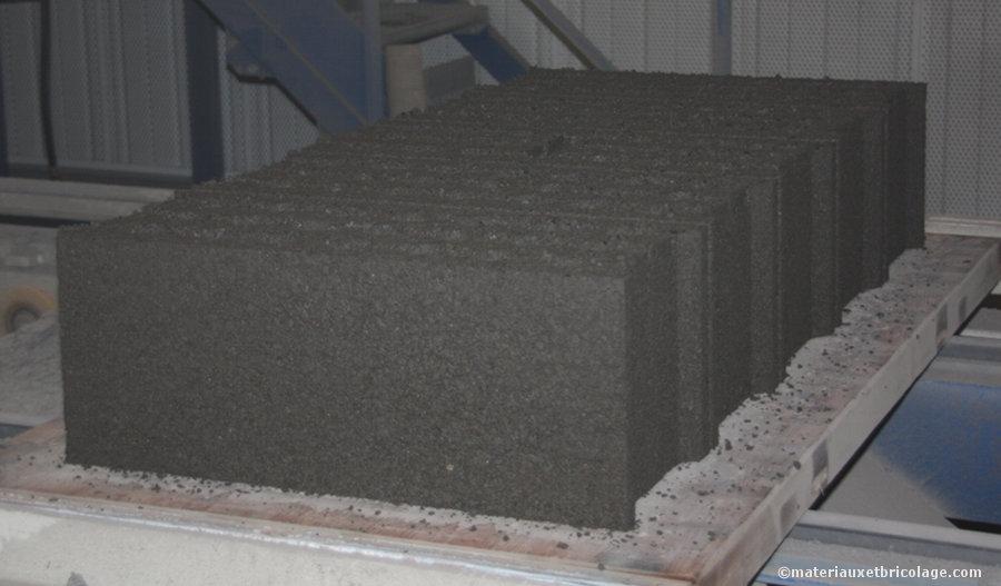 Pressage de blocs béton